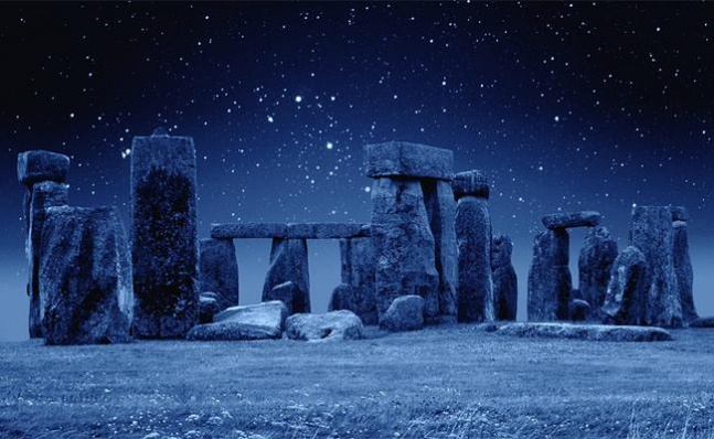 stonehenge-at-night